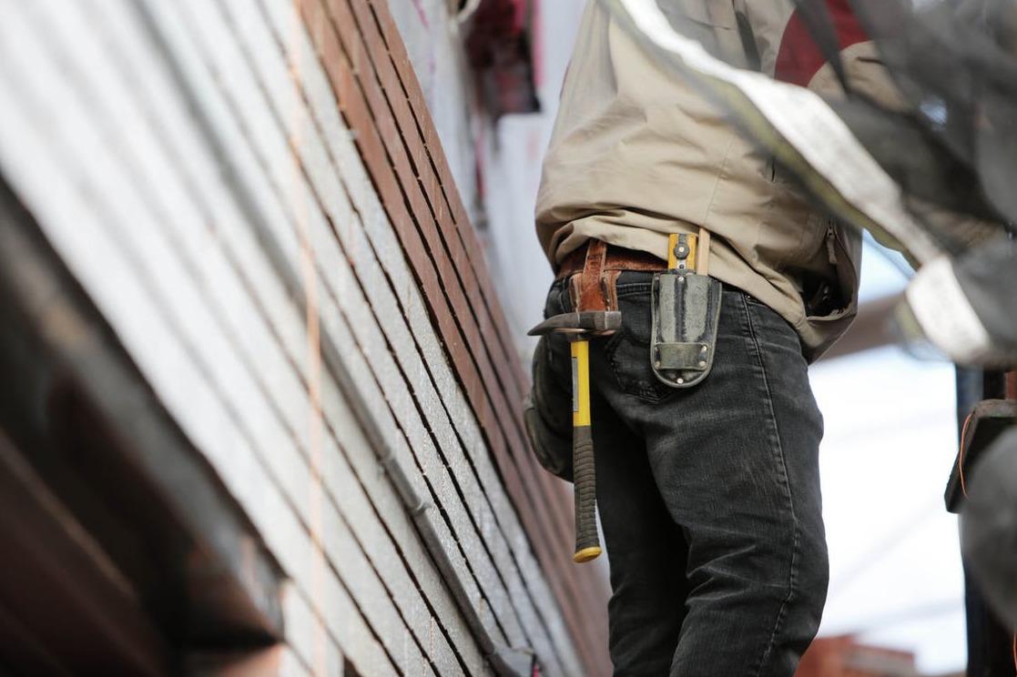 Kierownik budowy - Nadzoruje